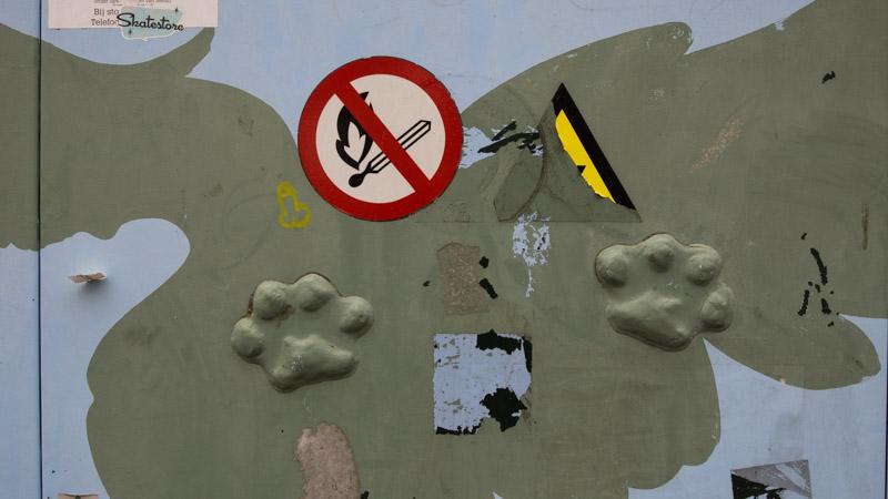 Leeuwenpoten in een electriciteitshuisje (dierenkunstroute)