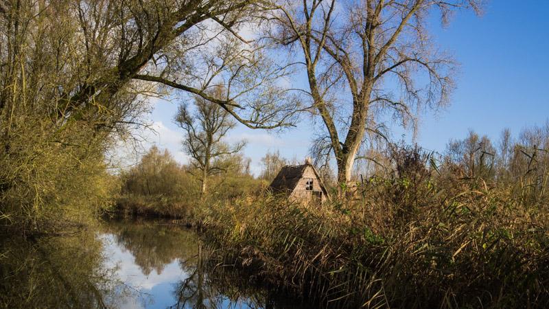Varen door de Biesbosch - huisje